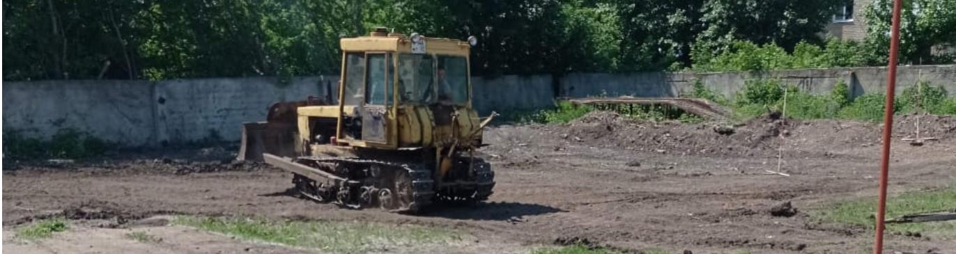 Новый бульдозер включился не только в образовательный процесс, но и в подготовку трактордрома